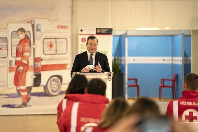 Draghi centro vaccinale Covid19 Fiumicino